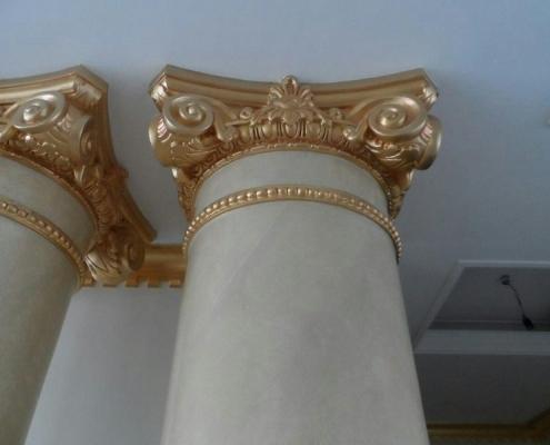 رنگ آمیزی طلایی بالای ستون ها